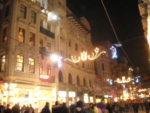 улица Истикляль Стамбул вечером