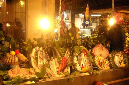 рыбный рынок на улице Истикляль Стамбул