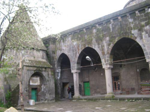 Мечеть Serafiye тюрбе и гробницы