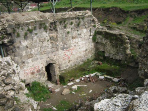 руины крепости в битлисе