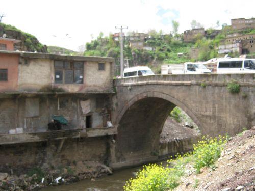 мост через реку в Битлисе