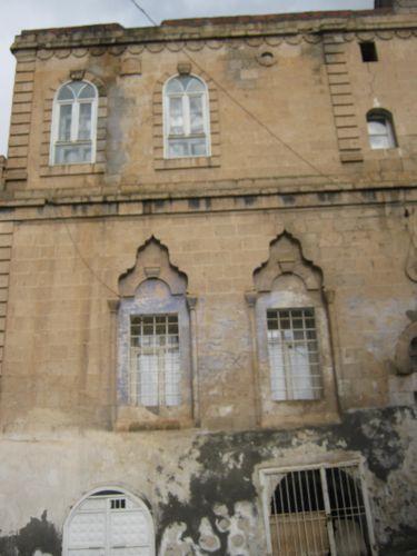 декорированные окна домов в Савуре