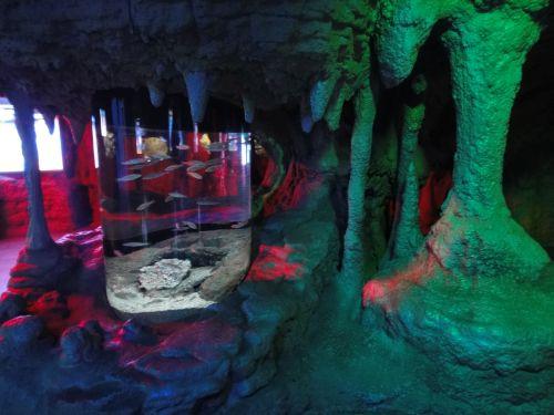 Аквариум Стамбул Istanbul Aquarium зал сталактитов