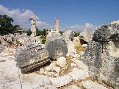 Элаусса Себасте руины храма зевса