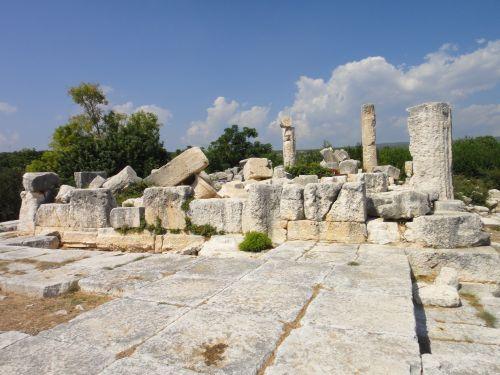 Элаусса Себасте вид на храм зевса