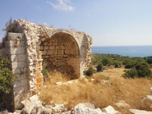 Элаусса Себасте руины церкви