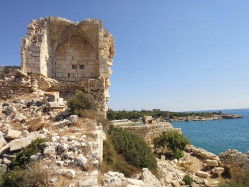 крепость корикос кызкалеси руины около моря