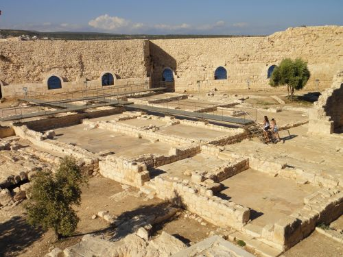 достопримечательности Кызкалеси внутренний двор крепости
