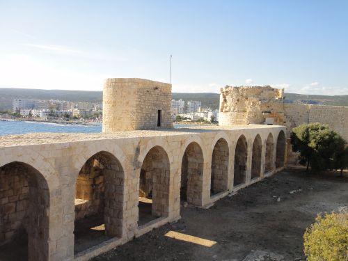 достопримечательности Кызкалеси крепость девичья стены с арками
