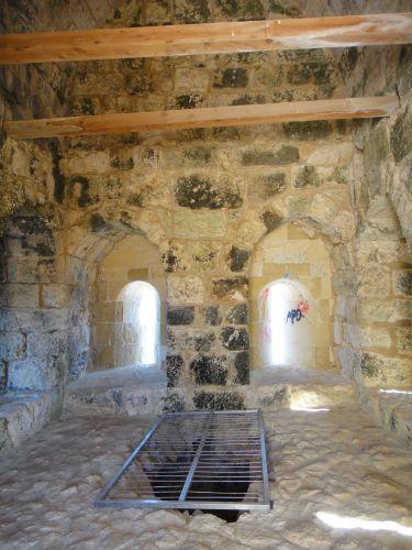 достопримечательности Кызкалеси крепость девичья внутри башни