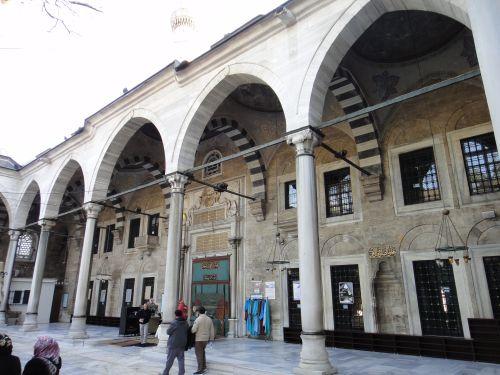 внутренний двор с галереей мечеть Эйюпа