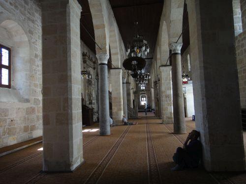 достопримечательности тарсус великая мечет интерьер