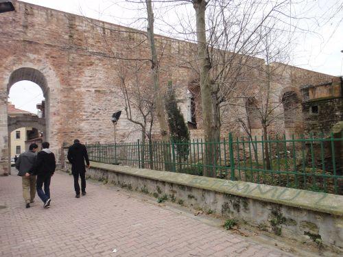 стамбул акведук валента одноэтажная сторона