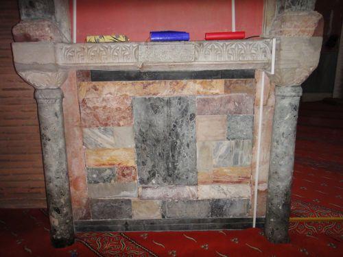 мечеть Календерхане мраморные плиты