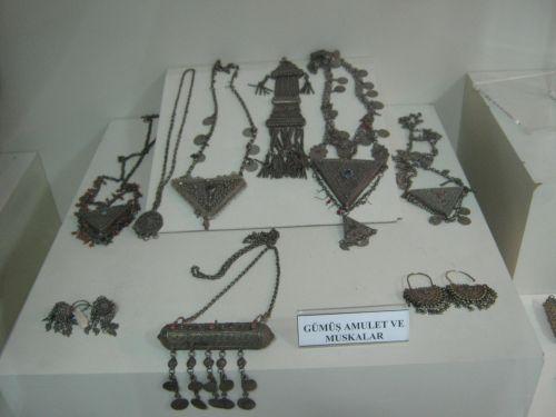ван достопримечательности археологический музей женские украшения
