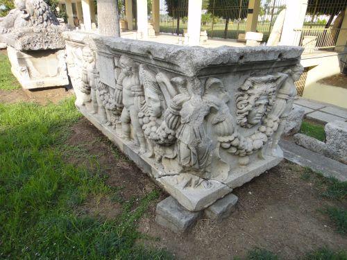 достопримечательности аданы музей саркофаг