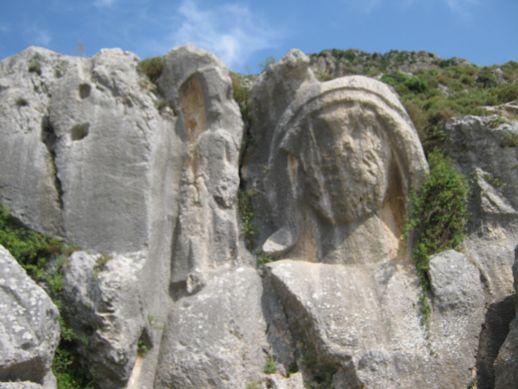 достопримечательности Антакьи Хатая Турция вырезанная в скалах фигура