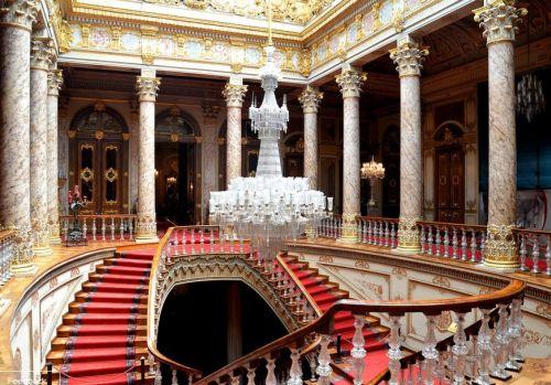 дворец долмабахче стамбул парадная лестница