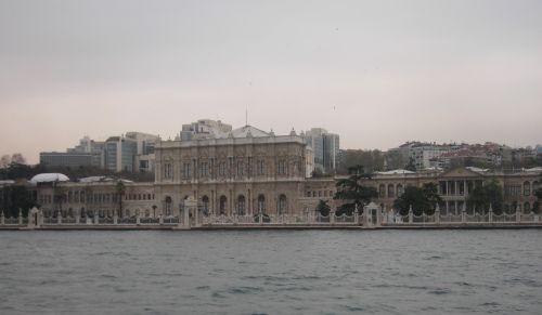 дворец долмабахче стамбул вид с босфора