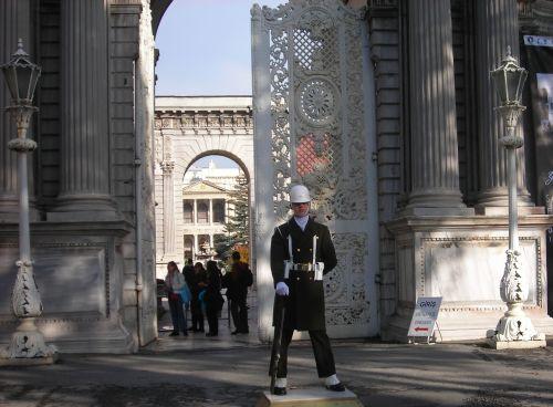 дворец долмабахче стамбул охрана