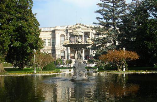 дворец долмабахче стамбул и фонтан