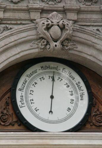 дворец долмабахче башня с часами барометр