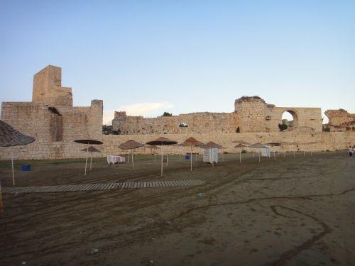 пляж около крепости корикос в Кызкалеси Kizkalesi