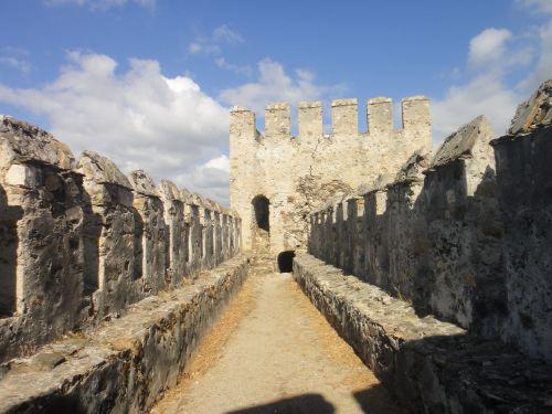 крепость мамуре mamure kale дорога в стене