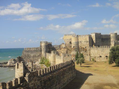 крепость мамуре mamure kale панорама