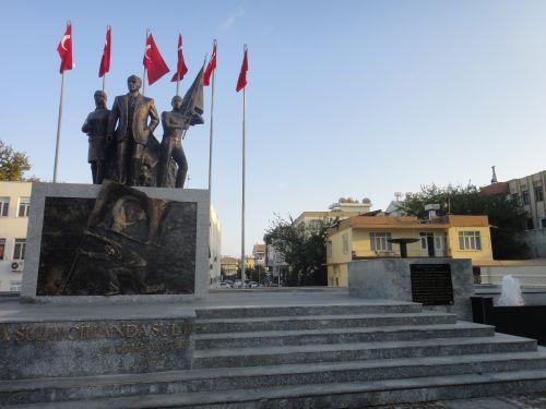 город Манавгат Manavgat памятник Ататюрку