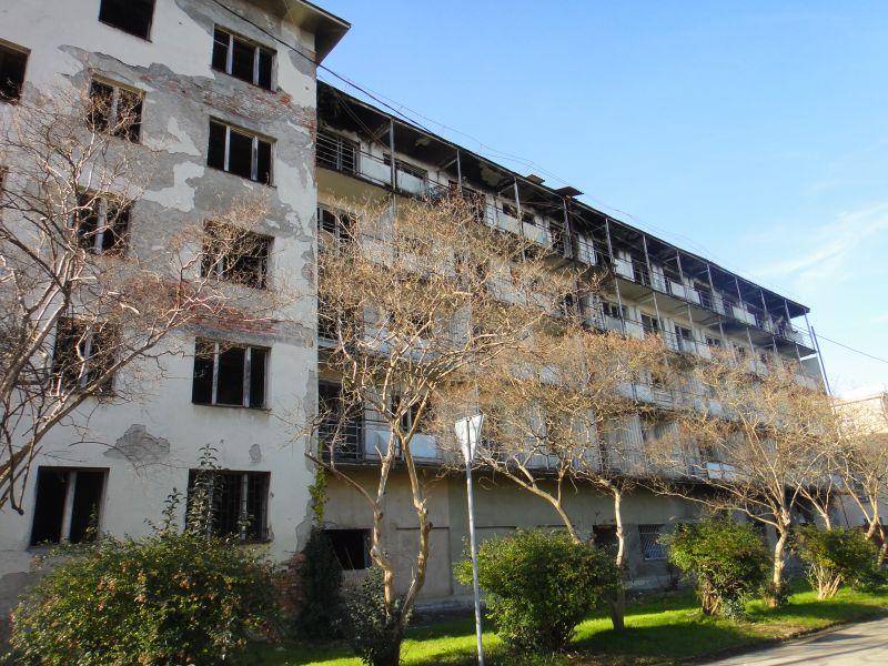 разрушенная гостиница Сухум