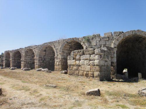 Руины стадиона в Перге