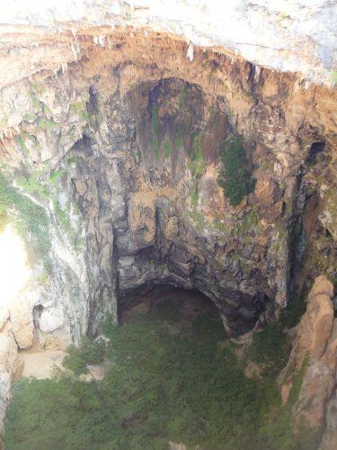 Вид сверху на пещеру Ад Джехеннет Пещеры Рай и Ад, Астма