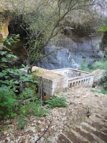 пещера Рай Дженнет вид на церковь Богоматери Пещеры Рай и Ад, Астма