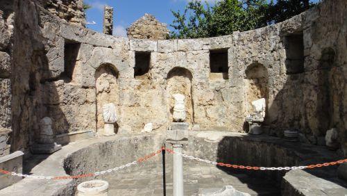фонтан в музее Сиде