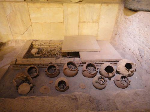 экспонаты в музее Сиде