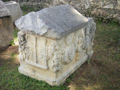 гробницы в музее сиде
