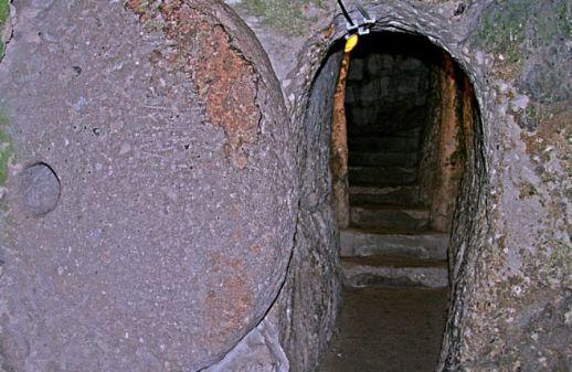двери подземные города Каппадокии