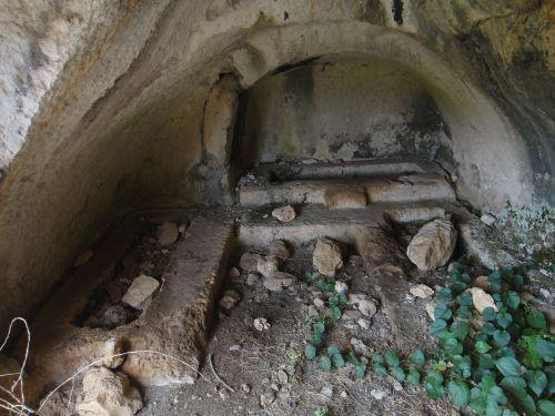 Узунджабурч uzuncaburc внутри гробницы