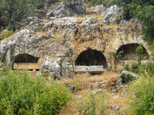 Узунджабурч uzuncaburc гробницы с крышками