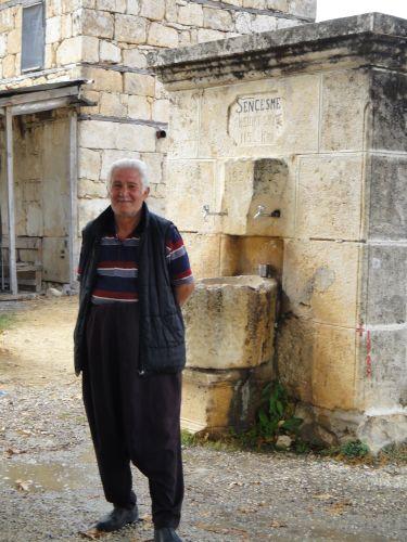 Узунджабурч uzuncaburc местный житель